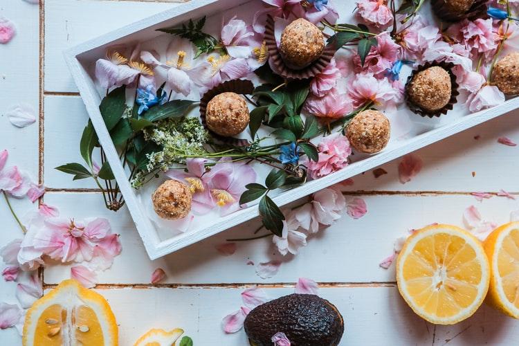 tray of healthy energy balls